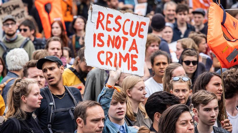 """Seenotrettung: """"Rettung ist kein Verbrechen."""" Darüber zumindest sollte Einigkeit bestehen."""
