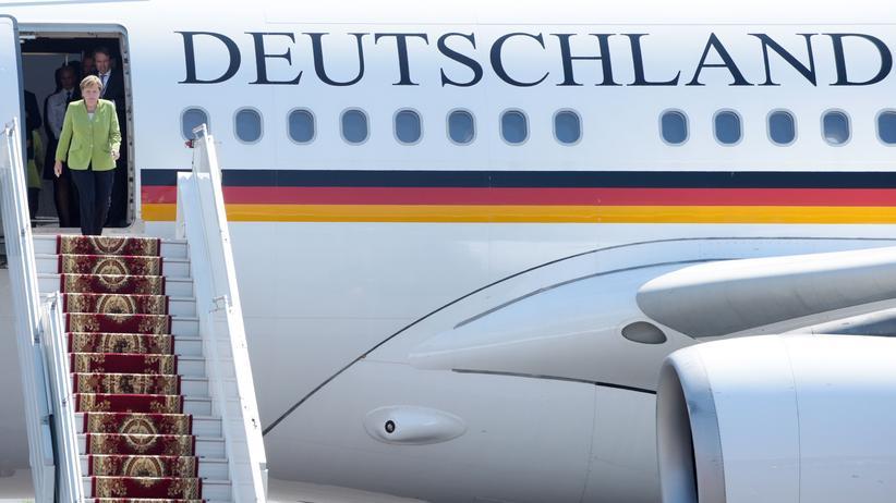 Merkel und Kramp-Karrenbauer: Ach, guck mal, die da oben