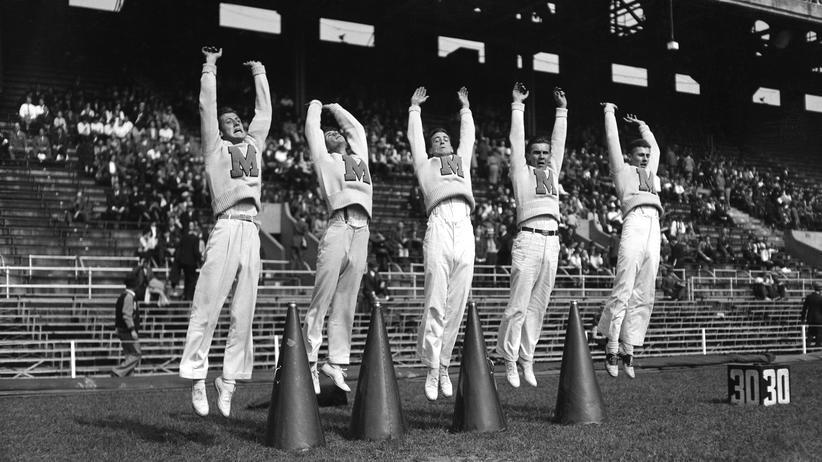 Cheerleading: Und alle springen hoch! Eine Cheerleading-Truppe in Maryland 1937