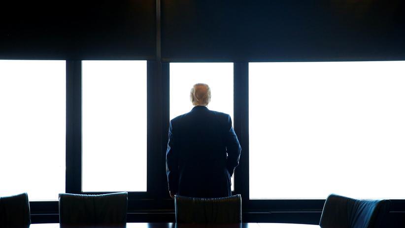 """""""A Warning"""": Eigentlich haben wir über diesen Mann mittlerweile genug gelesen. Er lässt uns ja keine andere Wahl: Donald Trump, hier zu sehen im August 2016."""