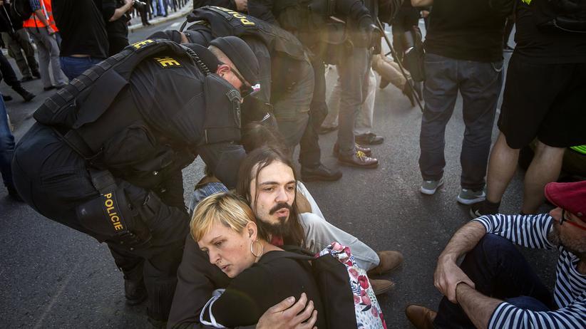Extinction Rebellion: Aktivisten von Extinction Rebellion in Prag