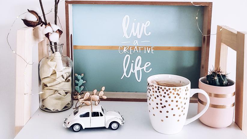 Konsum: Wenn ich alles kaufe, was auf diesem Tischchen steht, habe ich dann ein kreatives Leben?