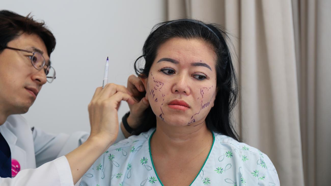 Schönheitsoperationen: Größer, glatter, Gangnam
