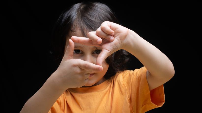 """""""Elternschule"""": Wie können Kinder lernen, Grenzen zu akzeptieren? Über diese Frage streiten Expertinnen und Experten seit dem Film """"Elternschule""""."""