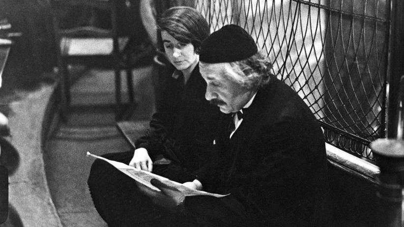 Jüdische Identität: Am 29. Januar 1930 gab der jüdische Startenor Hermann Jadlowker in der Berliner Synagoge an der Oranienburger Straße ein Konzert. Im Publikum war auch Albert Einstein (vorn im Bild).