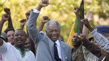 Verblüffend ähnlich: der amerikanische Schauspieler Morgan Freeman spielt Nelson Mandela