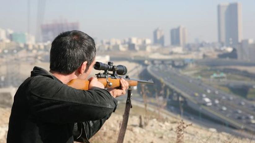 """Kinofilm """"Zeit des Zorns"""": Bilder für das Unsichtbare. In """"Zeit des Zornes"""" begegnet Ali Alavi der staatlichen Gewalt mit willkürlicher Aggression"""