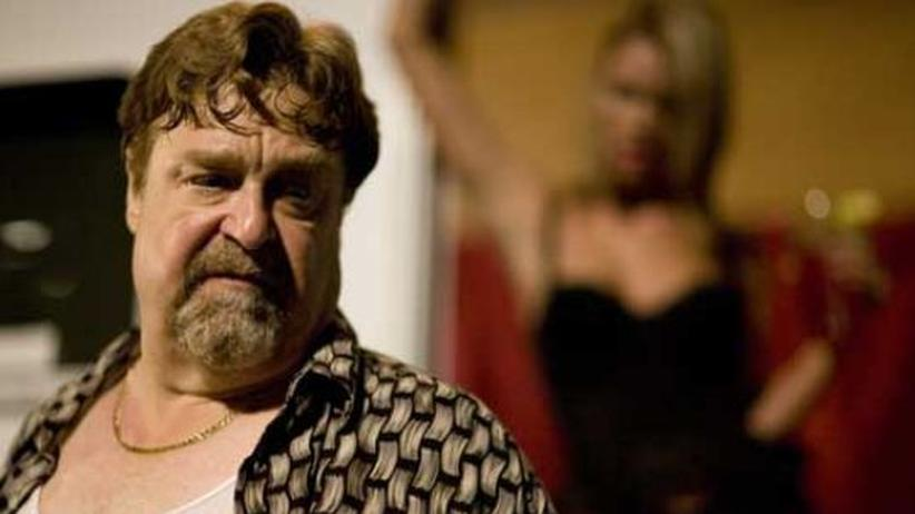 "DVD: ""In the Electric Mist"":  John Goodman als Julie ""Baby Feet"" Balboni in Taverniers Film ""In the elctric Mist"" von 2008"