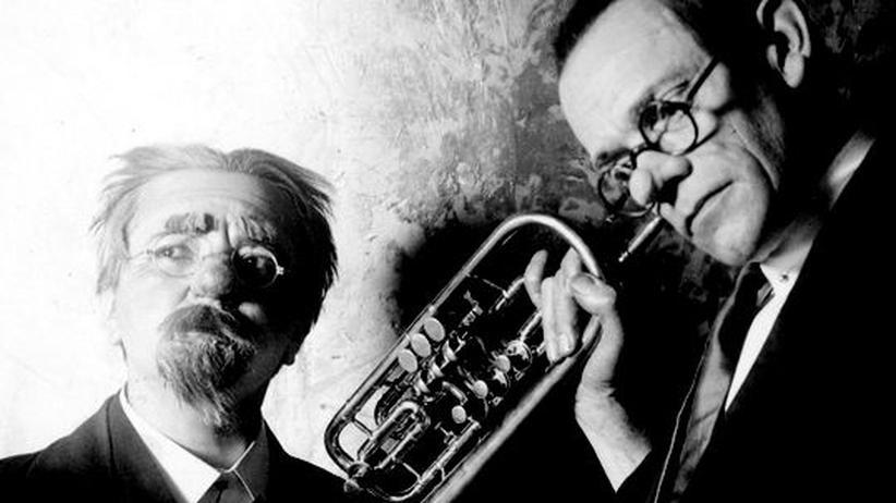 """DVD """"Karl Valentin"""": Karl Valentin und Liesl Karlstadt spielen in der Orchesterprobe (1933): """"Der Rhytmus fehlt auch? Den kenn´ich gar nicht. Sein Brudern, glaub´ich, kenn´ich"""""""