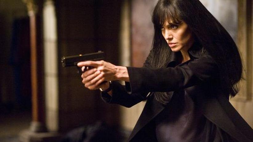 """""""Salt"""": Eigentlich sollte Tom Cruise diese Waffe tragen. Angelina Jolie steht sie aber mindestens genauso gut"""