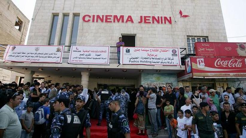 """Cinema Jenin: Mit einem dreitägigen Filmfestival feiern Palästinenser und Besucher die Wiedereröffnung des """"'Cinema Jenin"""" in der Hauptstadt des Westjordanlands"""