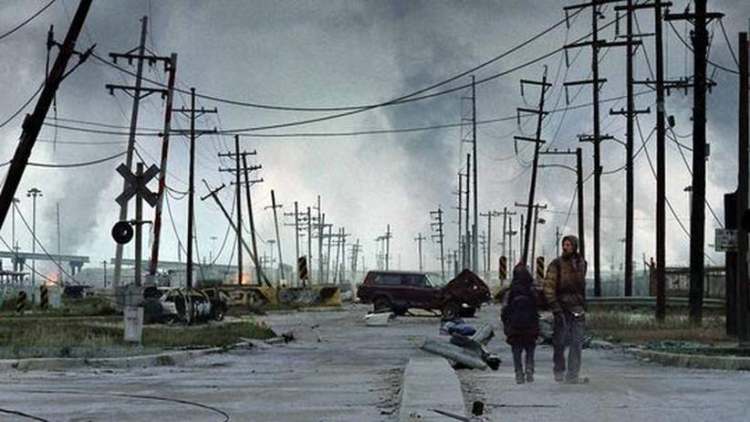 """Film """"The Road"""": Der Vater (Viggo Mortensen) hat nur ein Ziel: Mit seinem Sohn lebend die Küste zu erreichen"""