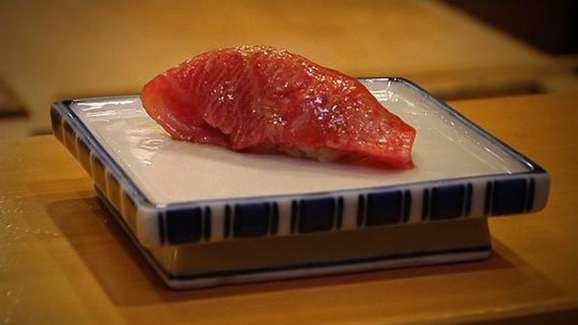 Roher Thunfisch ist als Grundlage für Sushi beliebt – was die Bestände des Tiers dramatisch reduziert hat.