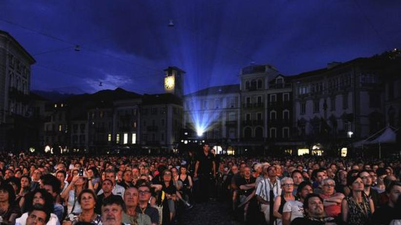 """Filmfestival: Zuschauer auf dem 65. Filmfestival in Locarno während der Vorführung des Films """"Lore"""" von Cate Shortland."""