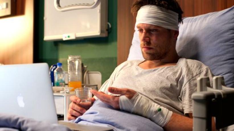 Fernsehen: Felix (Ken Duken) bleibt nach einem Unfall nur sein Laptop, um regelmäßig Familie und Freunde zu sehen.