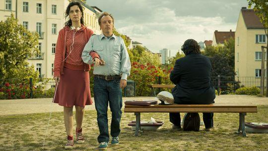 Blind, fast stumm und wortgewaltig: die drei Reisegefährten Europe (Stephanie Capetanides), Bruno (Matthias Scheuring, rechts) und Bomber (Tobi B.)