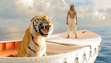 Pi und Richard Parker in einem Boot