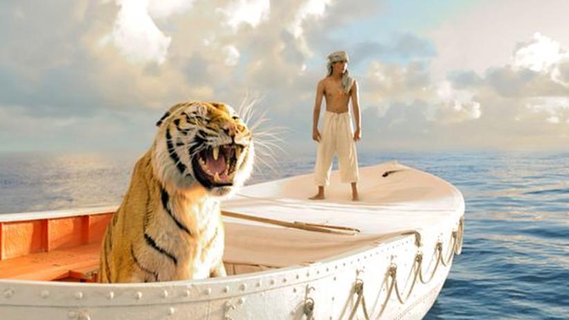 """""""Life of Pi"""": Pi und Richard Parker sitzen in einem Boot"""