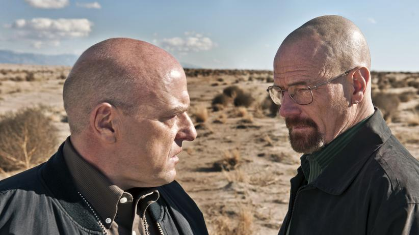 """""""Breaking Bad"""": In den letzten Folgen von in """"Breaking Bad"""" kommt es zum Showdown zwischen dem Drogenfahnder Hank Schrader (links) und Walter White."""