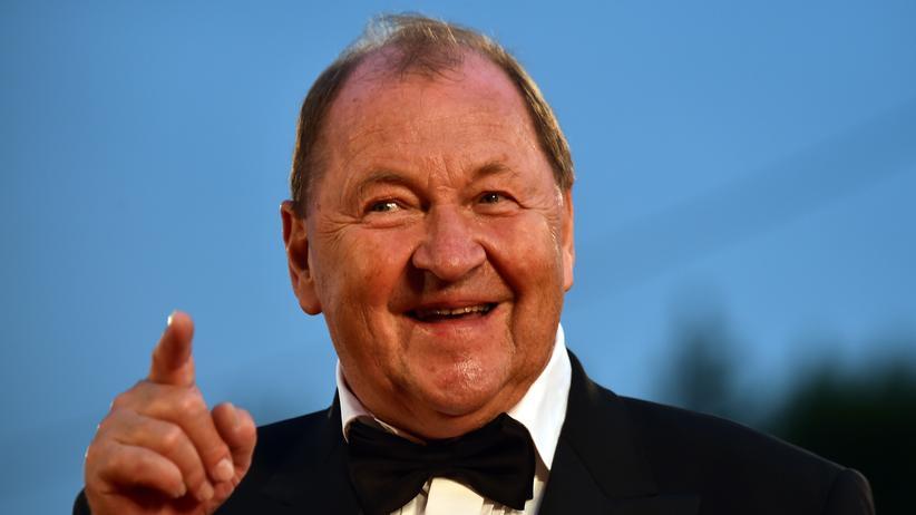 """Im September wurde Roy Andersson auf den Filmfestspiele in Venedig für den Film """"Eine Taube sitzt auf einem Zweig und denkt über das Leben nach"""" mit dem Goldenen Löwen ausgezeichnet."""