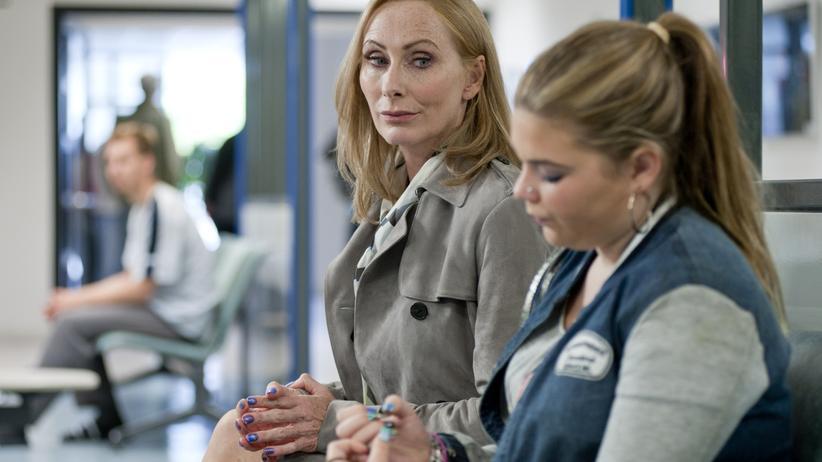 Neue Freunde im Jobcenter: Ina (Andrea Sawatzki) und Enno (Runa Greiner)