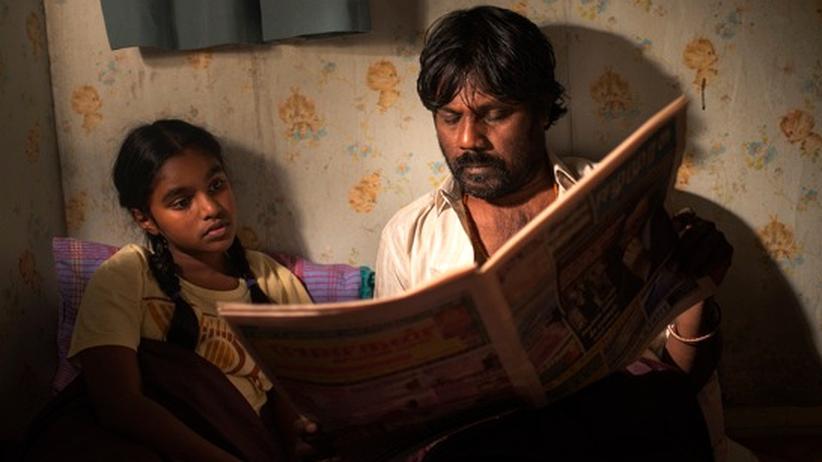 """""""Dämonen und Wunder"""": Illayaal (Claudine Vinasithamby) und Dheepan (Jesuthasan Antonythasan) sind nicht Tochter und Vater. Aber sie müssen so tun, als ob."""