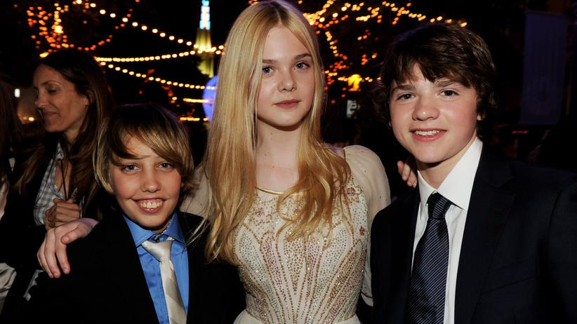 "Ryan Lee (l.), Elle Fanning and Joel Courtney spielen in ""Super 8"" Kinder, die einen Super-8-Zombiefilm drehen wollen."