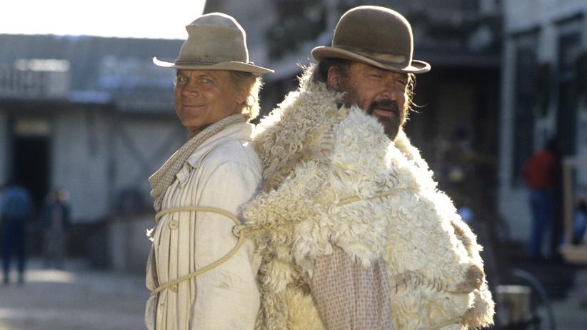 """Bud Spencer: Die längste Zeit nur als Duo denkbar: Terence Hill und Bud Spencer 1994 am Set von """"Die Troublemaker"""""""