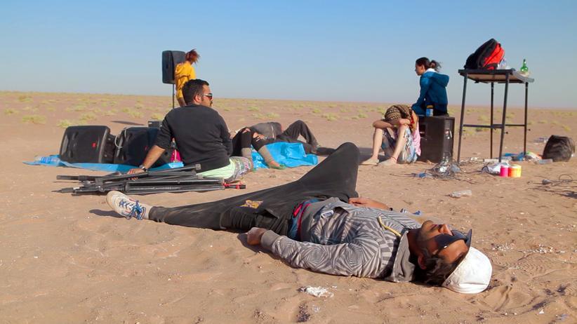 """Raving Iran"": Erschöpft? Relaxed! Szene aus dem Film ""Raving Iran"""