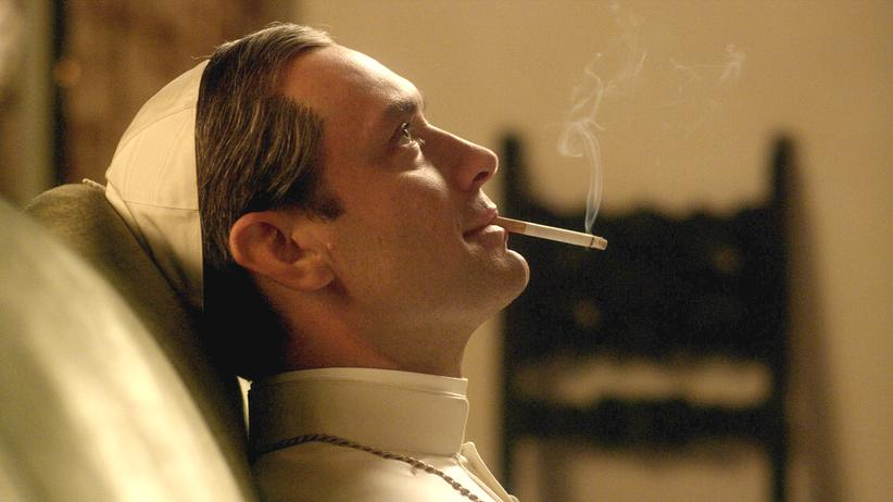 """The Young Pope"": Jude Law als rauchender Papst Pius XIII. in Paolo Sorrentinos ""The Young Pope"""