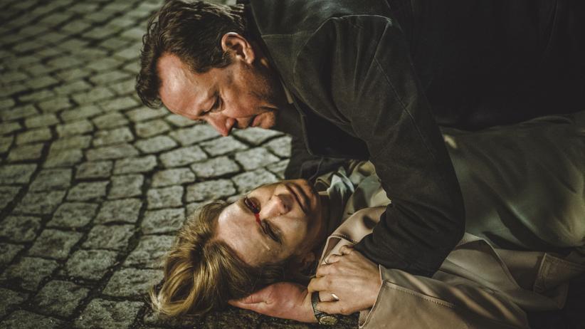 """""""Polizeiruf 110"""" München: Der Wahn der Toten Julia Wendt (Judith Engel) geht auf Kommissar Meuffels (Matthias Brandt) über."""