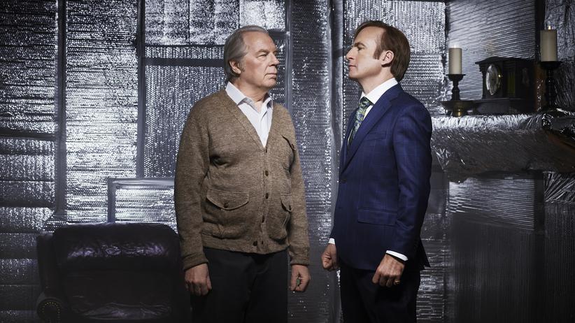 Die besten TV-Serien im April: Eskalierender Bruderzwist: Chuck (Michael McKean, li.) und Jimmy McGill (Bob Odenkirk)