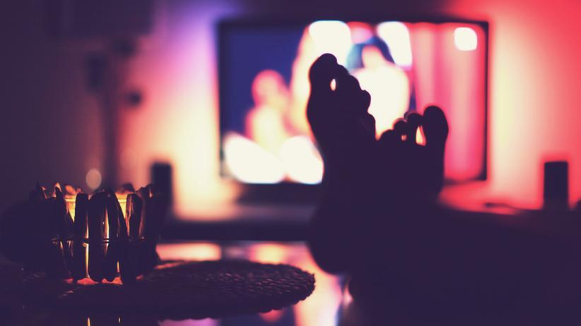 Fernsehen: Ein gemütlicher Fernsehabend ist nicht mehr so einfach. Was gucken, wo – und vor allem: bei welchem Anbieter?