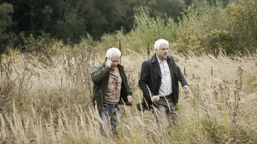 """""""Tatort"""" München: Von Gram und Schwermut übers Feld geschoben: Ivo Batic (Miroslav Nemec) und Franz Leitmayr (Udo Wachtveitl) im Münchner """"Tatort""""."""