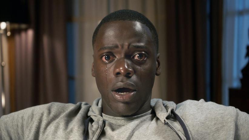 """""""Get Out"""": Das, was Chris (Daniel Kaluuya) hier sieht, ist seine neue Schwiegerfamilie."""