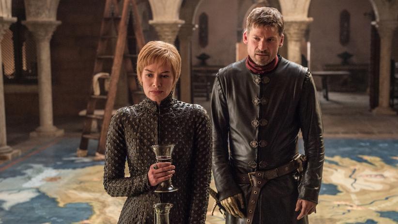 """""""Game of Thrones"""": Frauen herrschen, Männer beraten. Das Geschwisterpaar Cersei und Jamie Lannister (Lena Headey und Nikolaj Coster-Waldau) muss den Eisernen Thron verteidigen."""