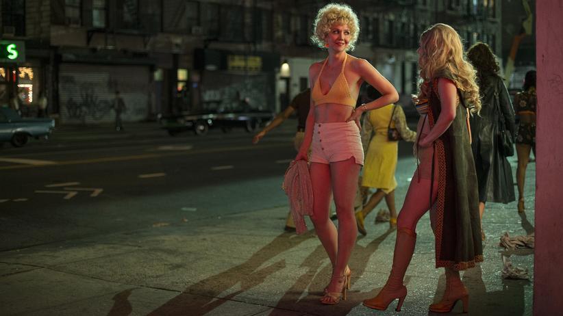 """The Deuce"": Maggie Gyllenhaal (links) als Prostituierte Candy in der Serie ""The Deuce"""