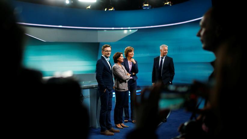 TV-Duell: Die Moderatoren des TV-Duells Sandra Maischberger (ARD), Maybrit Illner (ZDF), Peter Kloeppel (RTL) und Claus Strunz (ProSieben/Sat.1) im Aufnahmestudio in Adlershof
