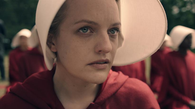 """""""Der Report der Magd"""": Stille Opposition: Elisabeth Moss als Magd Desfred in """"The Handmaid's Tale"""" (""""Der Report der Magd"""")"""
