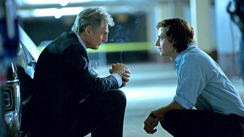 "Mark Felt alias ""Deep Throat"" (Liam Neeson, li.) trifft sich heimlich mit dem ""Washington Post""-Redakteur Bob Woodward (Julian Morris)"