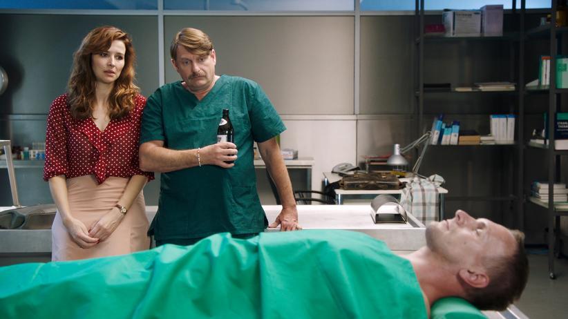 """Victoria (Katrin Bauerfeind) und Dr. Falko Lammert (Peter Trainer) im Spinoff des Dresdner """"Tatort"""""""