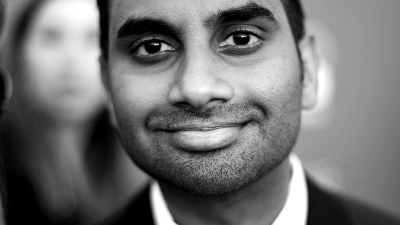 """Aziz Ansari: Der Schauspieler und Comedian Aziz Ansari aus der preisgekrönten TV-Serie """"Master of None"""""""