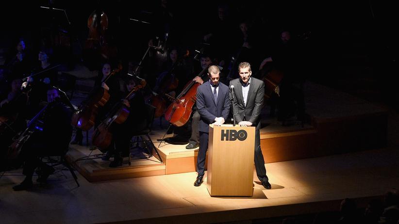 """Die Schöpfer von """"Game of Thrones"""", D. B. Weiss und David Benioff, vor der Premiere der 7. Staffel am 12. Juli 2017 in der Walt Disney Concert Hall in Los Angeles"""