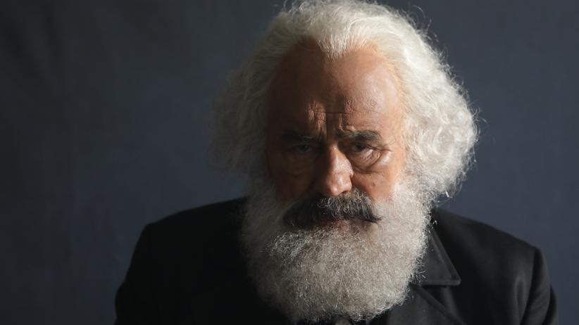 """Mario Adorf in dem ZDF-Dokudrama """"Karl Marx – der deutsche Prophet"""""""