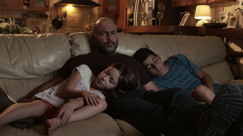 """""""Fauda!: Die Einsamkeit des Geheimagenten: Doron Kavillio (Lior Raz) mit seinen Kindern"""