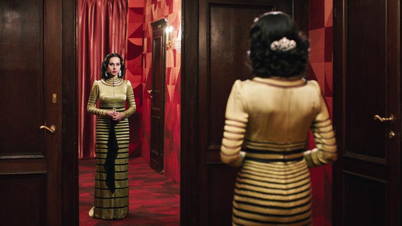 """""""Auf der Suche nach Oum Kulthum"""": Ghada (Yasmin Raeis) als Oum Kulthum"""