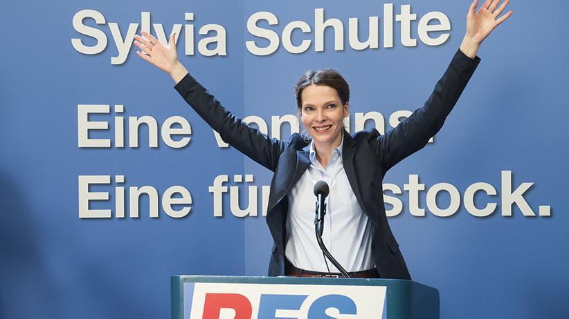 """Rechtsextreme Frauen im TV: Die populistische Politikerin Sylvia Schulte im Polizeiruf """"In Flammen"""""""