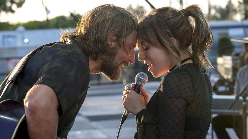 """A Star Is Born"": Elektrisches Duo: Bradley Cooper und Lady Gaga in ""A Star is Born"""