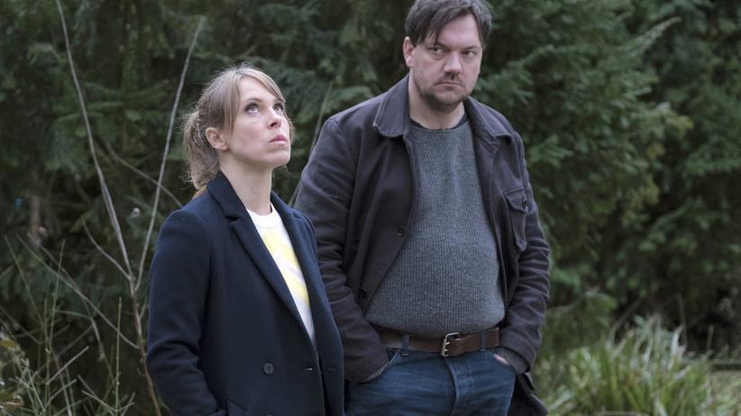 """Polizeiruf 110"" Rostock: Im Wald: Katrin König (Anneke Kim Sarnau) und Alexander Bukow (Charly Hübner)"