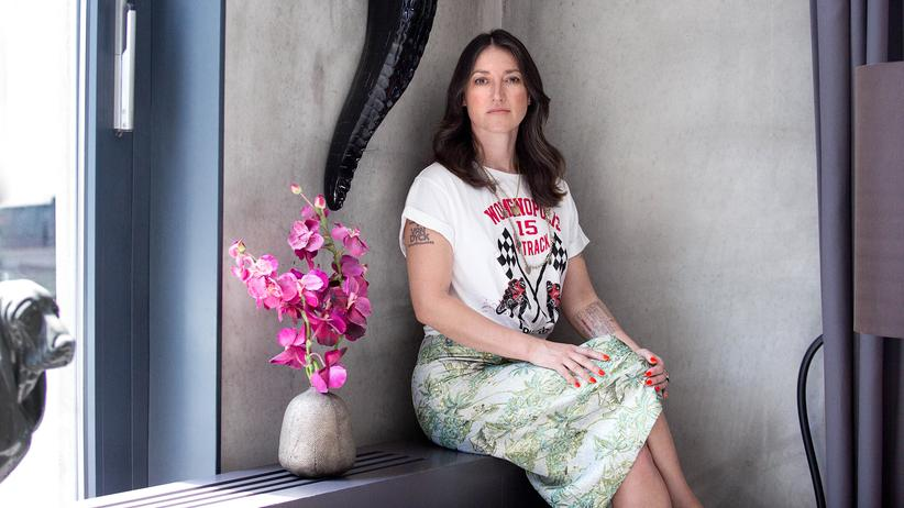 """Charlotte Roche: """"Wir können den Leuten mit dem Podcast natürlich nicht sagen: Hört uns an und wir helfen euch"""", sagt Charlotte Roche. """"Aber wir können berichten, was wir in der Paartherapie gelernt haben."""""""